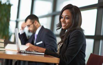 Programas de educação jurídica e cursos on-line